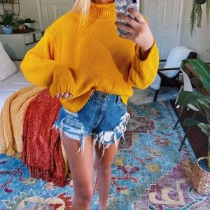 laynie // mustard turtleneck knit 🍯